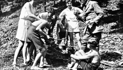 Gustav Wyneken avec les écoliers de l'école libre de Wickersdorf - vers 1925