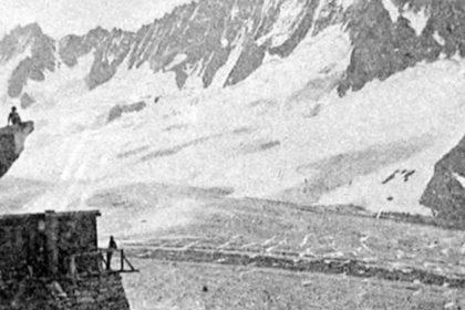 Ecole Montalembert - Limoges. Bandeau - 1931-1932 - Nos Scouts en Campement. Aux pieds du Pic du Moine (glacier de Talèfre). - Camp des Alpes.