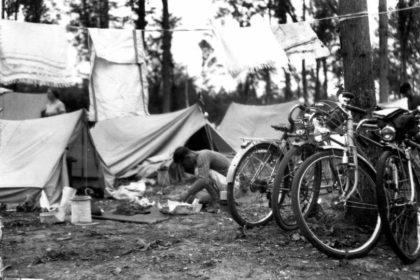 Les Auberges de Jeunesse - Tentes, bicyclette, randonnée