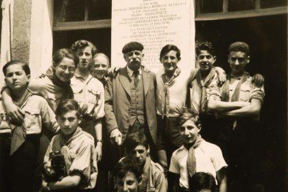 Marc Sangnier à l'auberge de jeunesse avec des scouts, 1948 - Institut Marc Sangnier - Tous droits réservés