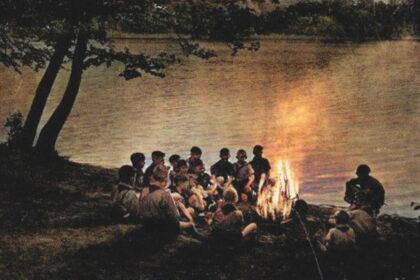Jeunes des auberges lors de la veillée