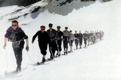 Jeunesse et Montagne - Le glacier de Saint-Sorlin et les aiguilles d 'Arves - couleur
